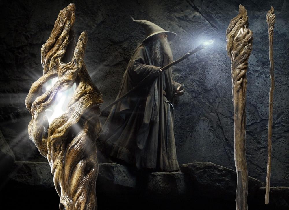 Der Hobbit: Eine unerwartete Reise 1/1 Replik 186cm Gandalfs Stab mit Leuchtfunktion